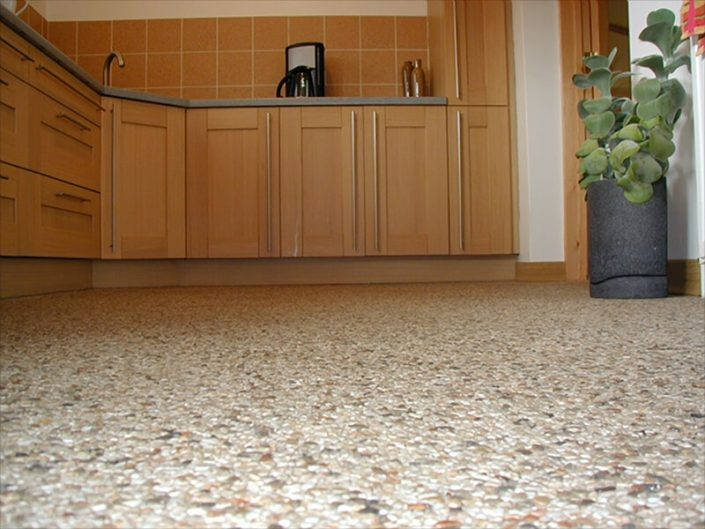 Interior quartz screeding