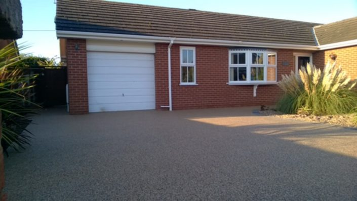 Resing gravel driveway